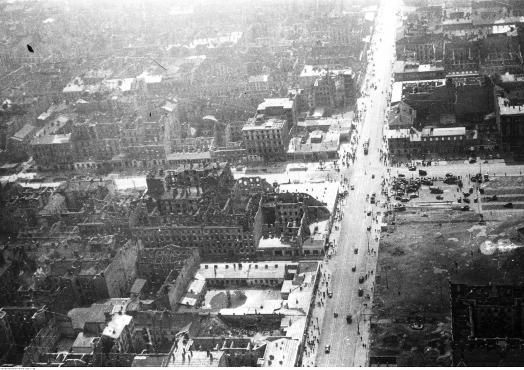 Widok Warszawy - zdjęcie lotnicze Śródmieścia. Widoczne skrzyżowanie Al. Jerozolimskich i ul. Marszałkowskiej.