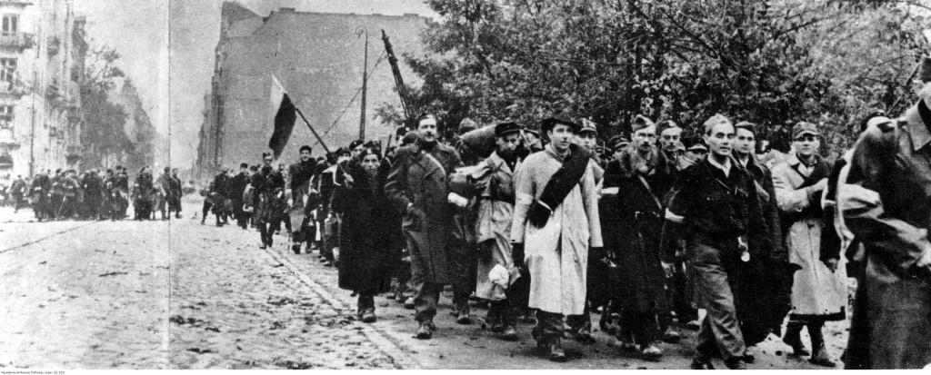Oddziały Armii Krajowej opuszczają miasto po kapitulacji, 1944