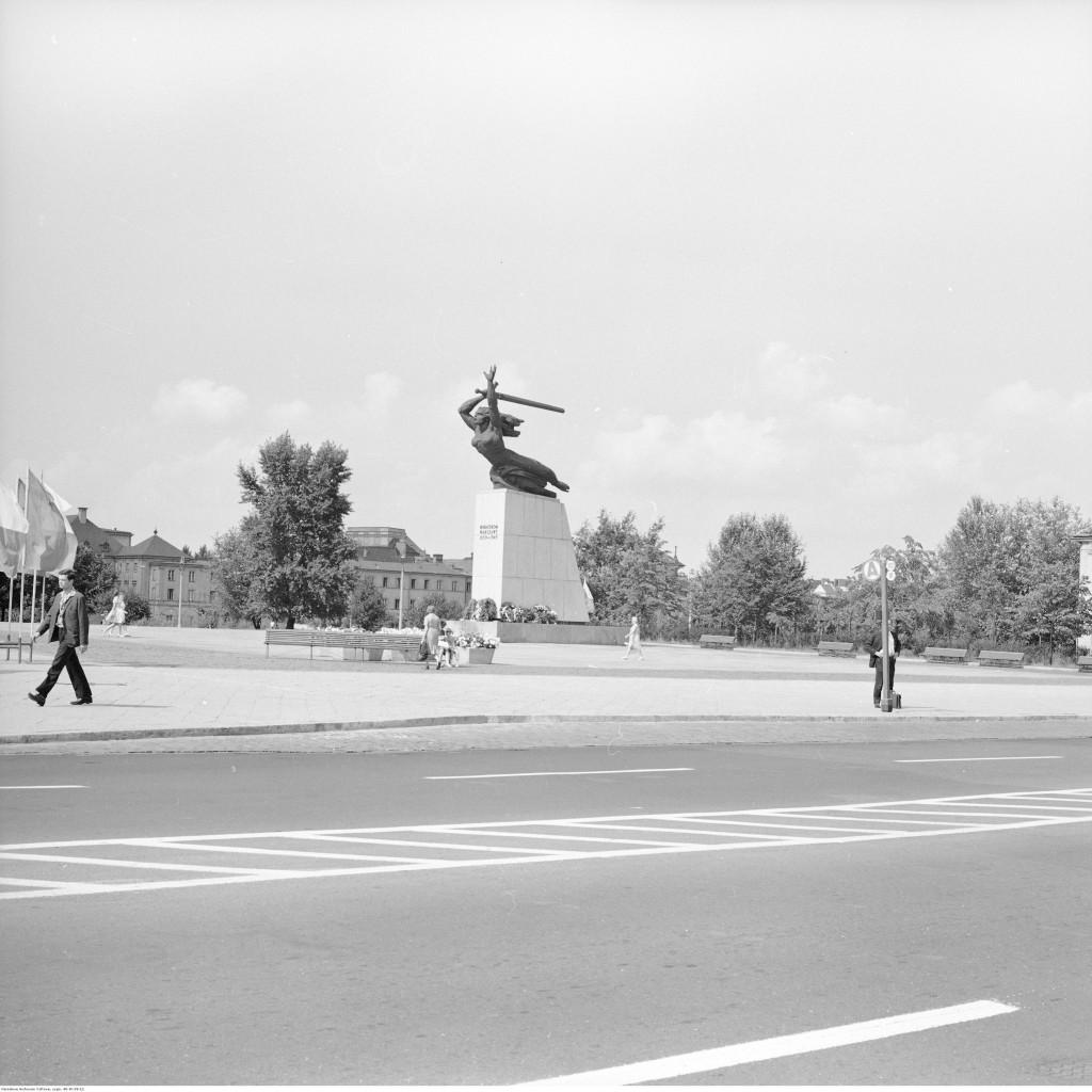 Pomnik Bohaterów Warszawy i fragment placu, ok. 1967-1982