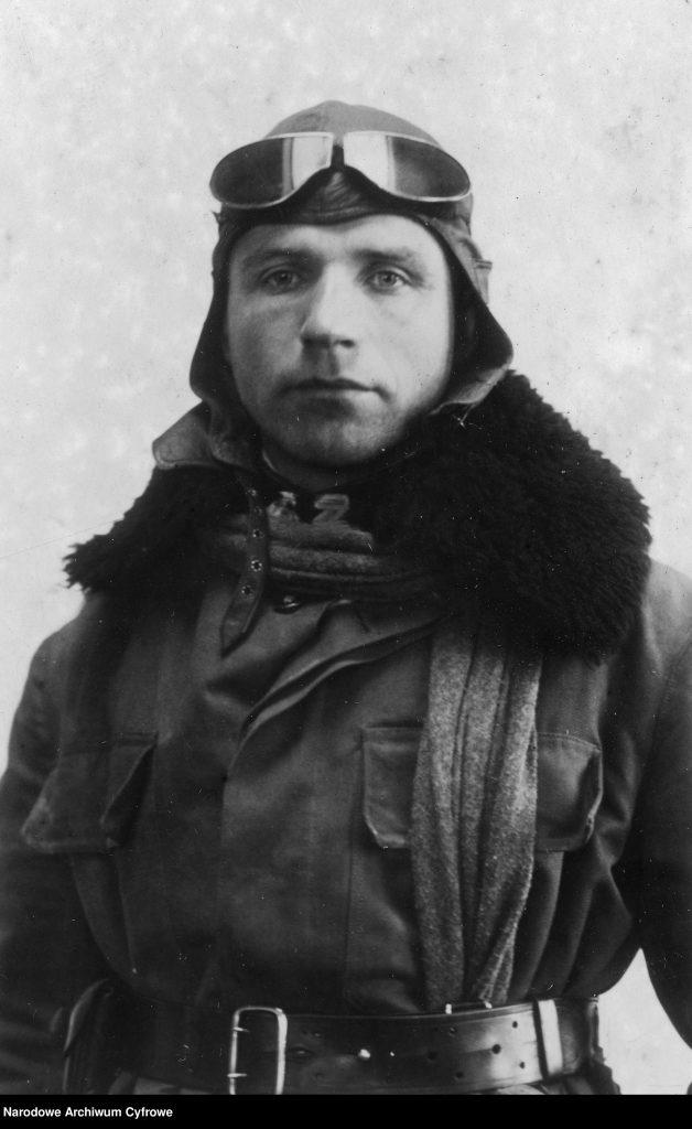 Porucznik Jan Schram w stroju lotnika